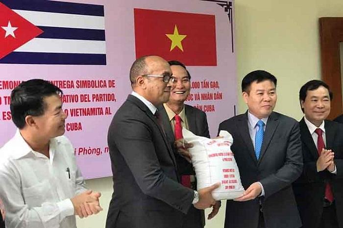 Entrega Vietnam a Cuba donativo de arroz