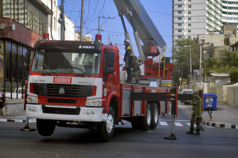 Hombres de fuego y rescate. Foto: Sergei Montalvo Aróstegui