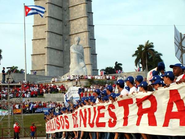 Demostrarán trabajadores habaneros la fuerza de la Revolución este 1ro. de Mayo . Foto: Abel Rojas Barallobre