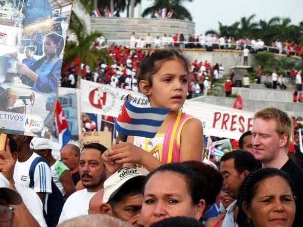 La nueva generación presente en el desfile por el 1ro. de Mayo. Foto: Abel Rojas Barallobre