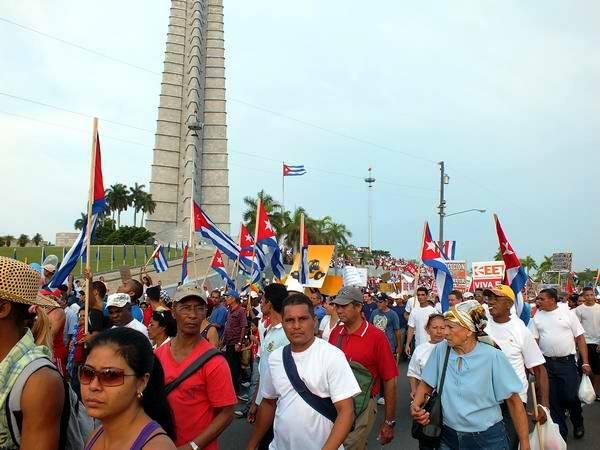 Juntos defenderemos las conquistas de la Revolución. Foto: Abel Rojas Barallobre.