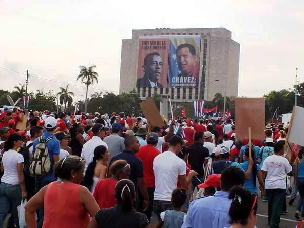 Gigantografía de las figuras del Capitán de la clase obrera cubana, Lázaro Peña y del Comandante Eterno Hugo Chávez, en la Biblioteca Nacional José Martí. Foto: Abel Rojas Barallobre.