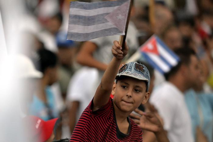 Los más jóvenes presentes en el desfile del 1ro. de mayo. Foto: Abel Rojas Barallobre