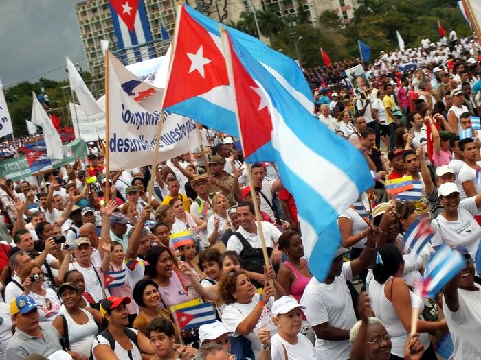 La masiva marcha estuvo matizada por el júbilo y el entusiasmo de miles de personas. Foto: Abel Rojas Barallobre