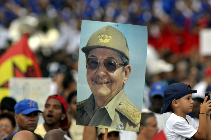 Viva la Revolución, Vivan Fidel y Raúl. Foto: Abel Rojas Barallobre