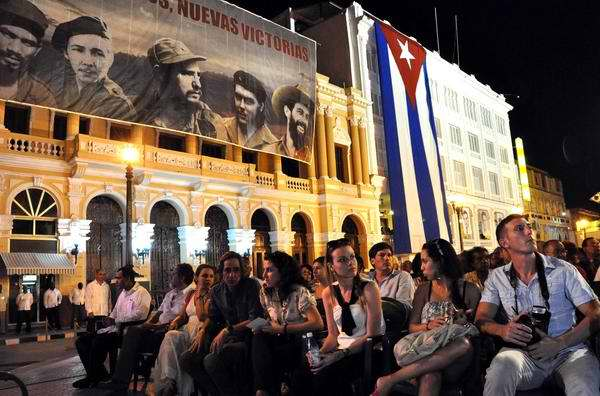 Santiago de Cuba vistió sus mejores galas para rememorar la histórica alocución del Líder histórico, Fidel Castro a 55 años del triunfo revolucionario. Foto Marcelino Vázquez