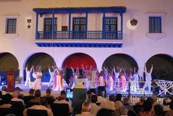 Desde el histórico Parque Céspedes de Santiago de Cuba se conmemoró con una gala cultural el 55 aniversario del triunfo de la Revolución Cubana. Foto Miguel Rubiera