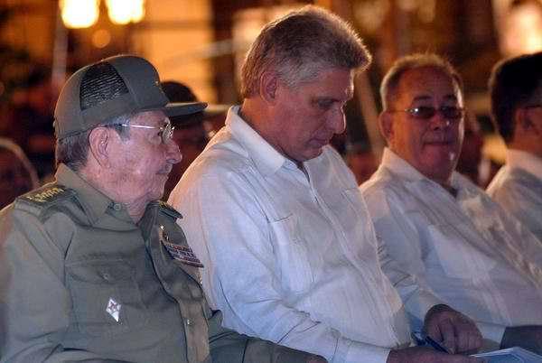 Presentes en el acto por el aniversario 55 del triunfo de la Revolución Cubana, el Primer secretario del Comité Central del Partido Comunista de Cuba y Presidente de los Consejos de Estado y MInistros, General de Ejército Raúl Castro y el miembro del Buró Político y Primer Vicepresidente de los Consejos de Estado y Ministros, Miguel Díaz-Canel. Foto MIguel Rubiera