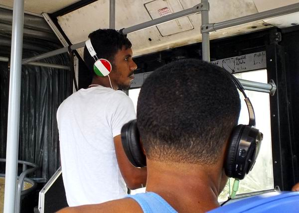 Audífonos en Cuba. Foto Abel Rojas