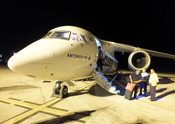 Antonov AN-158. Un avión de la compañía ucraniana Antonov. Su diseño interesante hace posible transportar casi 100 pasajeros. Foto Abel Rojas Barallobre