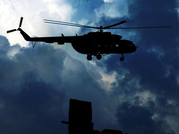 Helicóptero MI-17. Los helicópteros pueden permanecer inmóviles en el aire y volar en cualquier dirección, ¡incluso hacia atrás! En lugar de alas tienen aspas giratorias llamadas rotores. Foto Abel Rojas Barallobre