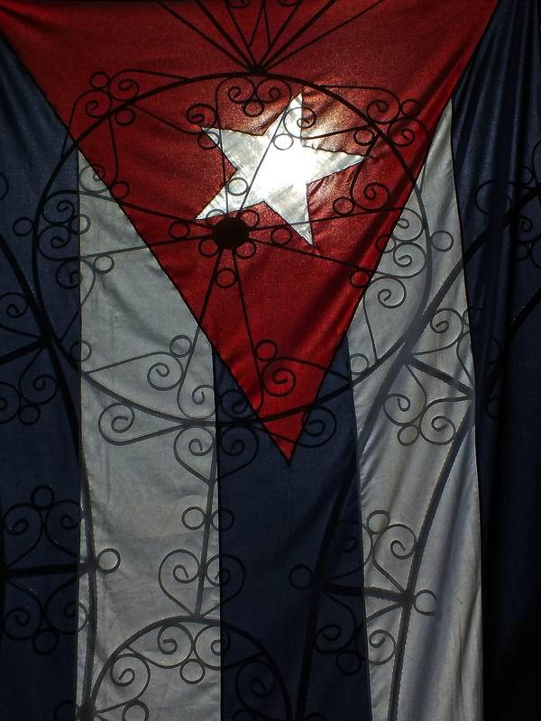 Como dato histórico es necesario destacar que tanto la Bandera como el Escudo nacional fueron creados por la misma persona: el poeta matancero Miguel Teurbe Tolón y de la Guardia. Foto Abel Rojas Barallobre