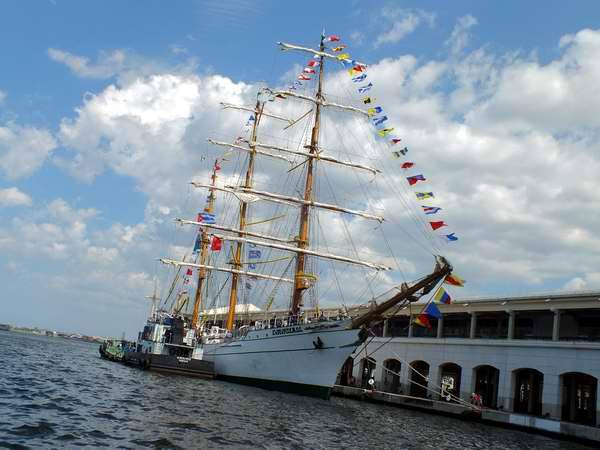 El buque escuela Cuauhtémoc, de la Armada mexicana, llegó este jueves a Cuba . Foto Abel Rojas