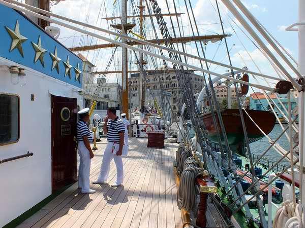 El buque escuela Cuauhtémoc, de la Armada mexicana, llegó este jueves a Cuba con 250 tripulantes. Foto Abel Rojas