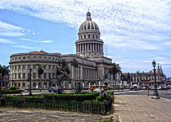 Sus más de ocho décadas de existencia, convierten al Capitolio de Cuba en un símbolo histórico de referencia. Foto Abel Rojas Barallobre