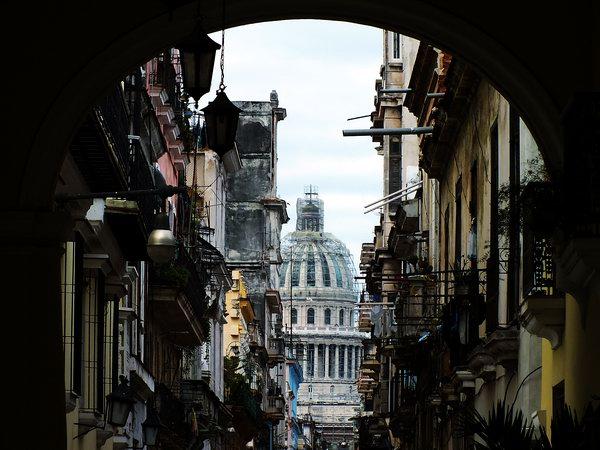 Su alto valor arquitectónico y patrimonial, convierten al Capitolio de La Habana en uno de los más grandes atractivos turísticos de Cuba. Foto Abel Rojas Barallobre