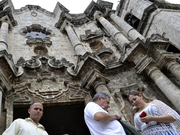 La Catedral de La Habana es motivo de multitudinarias visitas diarias por su extraordinaria belleza arquitectónica. Foto: Abel Rojas Barallobre