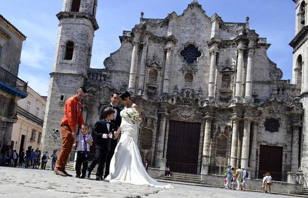 Este templo católico también constituye un escenario para la realización de bodas y otras actividades religiosas. Foto: Abel Rojas Barallobre