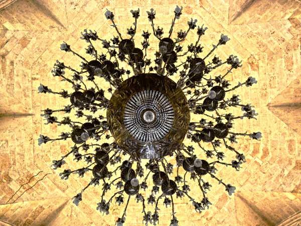 http://www.radiorebelde.cu/images/images/galerias/catedral-de-la-habana/lampara-catedral-habana-foto-abel-rojas-barallobre.jpg