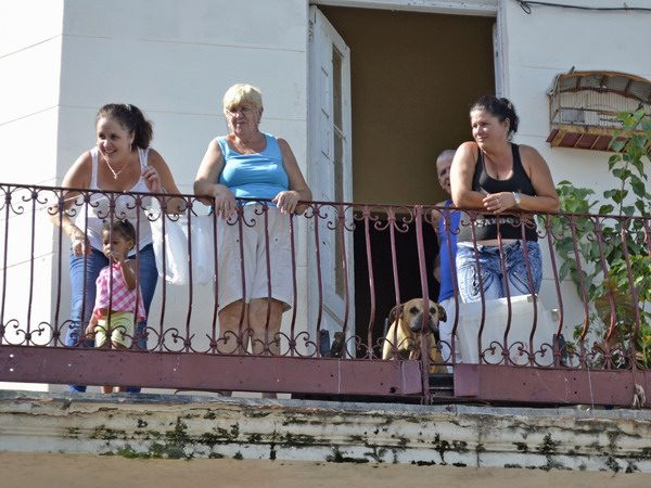 La alegría, la hospitalidad, y su calidez humana; son algunas de las virtudes que emanan de la idiosincrasia de los habitantes de Cuba. Foto Abel Rojas Barallobre