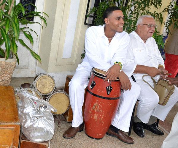 Cómo una vez profesó el Poeta Nacional Nicolás Guillén: en Cuba, quien no tiene de congo tiene de carabalí. Foto: Abel Rojas Barallobre