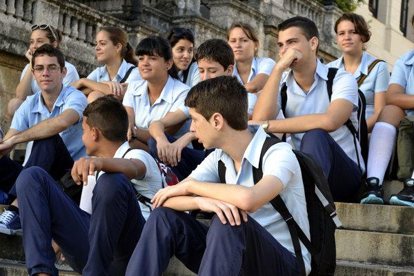 Gracias a las exigencias necesarias, y a las nuevas flexibilidades que caracterizan al curso escolar 2014-2015, se incrementa el compromiso social de formar a los educandos, para que en un futuro puedan convertirse en mujeres y hombres que den lo mejor de sí a la sociedad. Foto Abel Rojas Barallobre