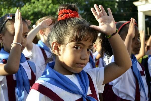 A las escuelas cubanas entraron este 1ro de septiembre más de un millón de estudiantes, desde preescolar hasta la enseñanza técnica y superior. Foto Abel Rojas Barallobre