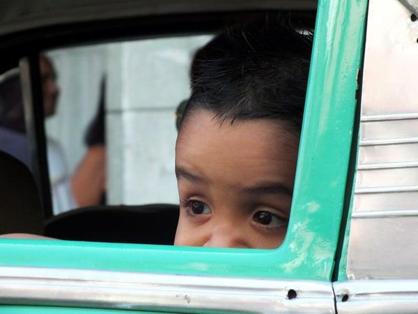 Una de las peculiaridades básicas de la etapa de la niñez es la constante curiosidad. Foto Abel Rojas Barallobre
