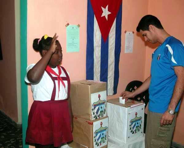 Elecciones en el Reparto La Esperanza. Foto Abel Rojas