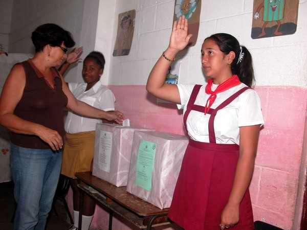 Miles de capitalinos ejercen su voto libre. Reparto La Víbora. Foto Abel Rojas