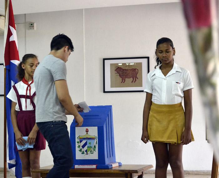 Ejerce pueblo cubano su derecho democrático. Foto: Abel Rojas Barallobre