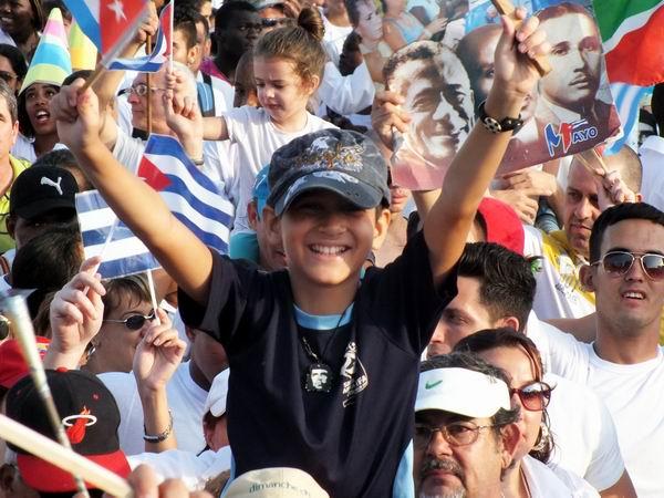 En fotos la fiesta los trabajadores cubanos. Foto Abel Rojas Barallobre