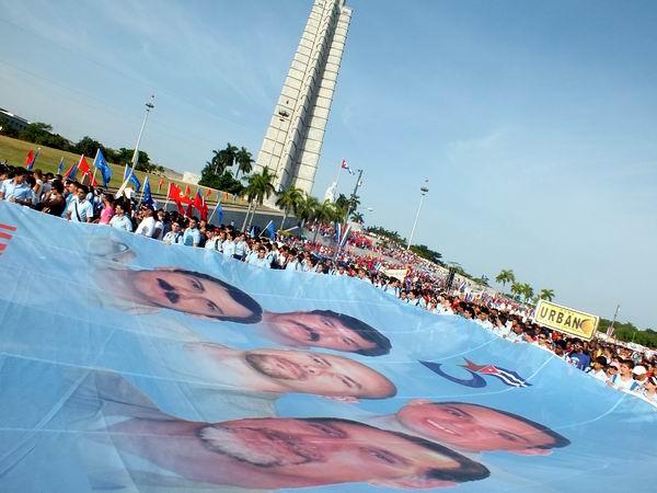 En fotos la fiesta los trabajadores cubanos por Los Cinco. Foto Abel Rojas