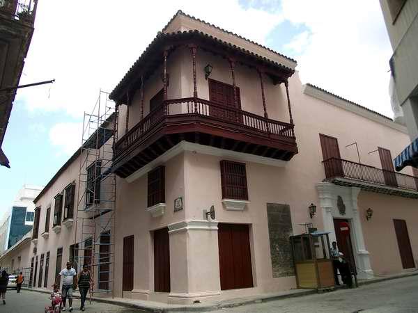 Casa de Gaspar Riberos de Vasconcelos (Siglo XVII): una de las residencias más antiguas de la ciudad se encuentra justamente en la calle Obrapía esquina San Ignacio. Foto Abel Rojas