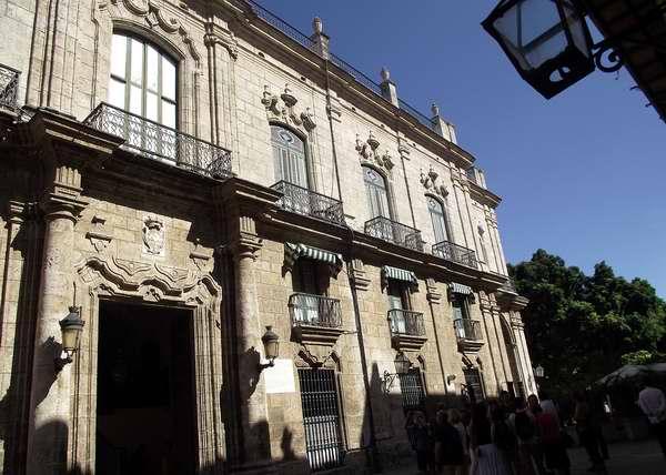 Palacio de los Capitanes Generales (1776): Actualmente Museo de la Ciudad, fue la sede gubernamental de los 65 capitanes generales enviados por España para gobernar a Cuba; así como el recinto del Administrador de Estados Unidos durante la intervención de 1898 a 1902. Foto Abel Rojas