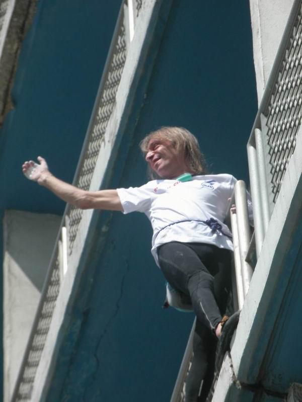 Hombre Araña francés conquista el hotel Habana Libre. Foto Abel Rojas