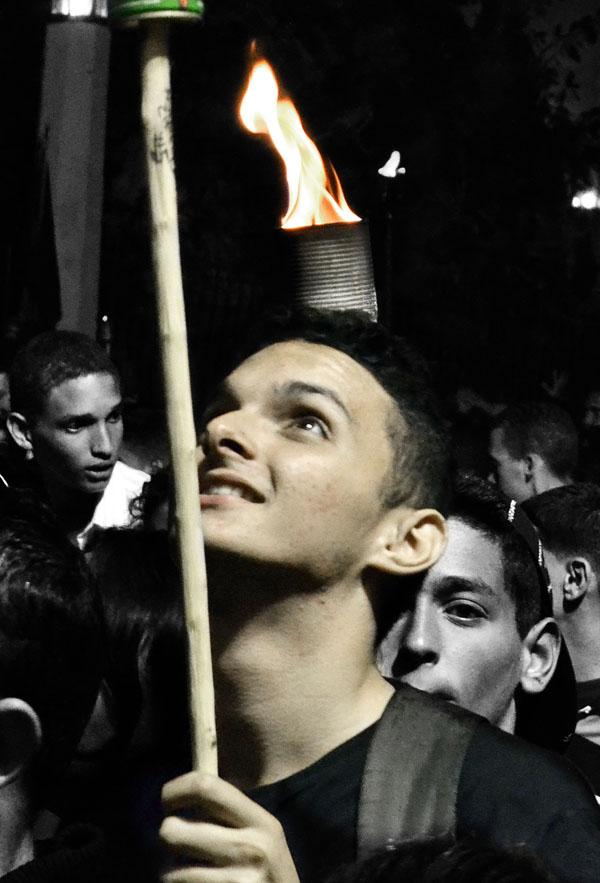 Ilusiones fotográficas en la Marcha de las Antorchas. Foto Abel Rojas Barallobre