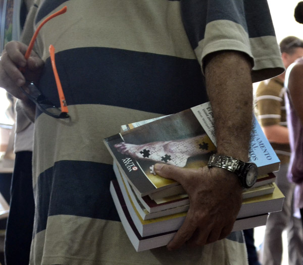 http://www.radiorebelde.cu/images/images/galerias/lectura/habito-lectura-feria-internacional-libro-05-foto-abel-rojas-barallobre.jpg