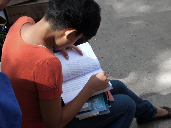 La lectura no es una costumbre pasada de moda. Foto: Abel Rojas Barallobre