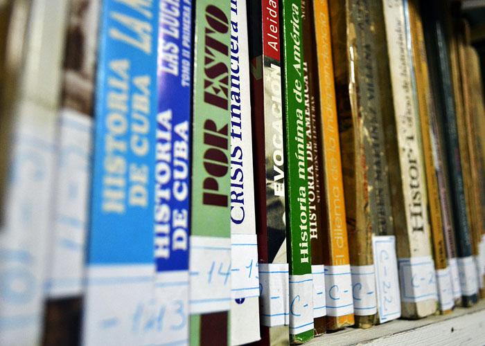 Resulta muy beneficioso tener, en algún rincón de la casa, un espacio apropiado para tener al menos una pequeña biblioteca. Foto: Abel Rojas Barallobre