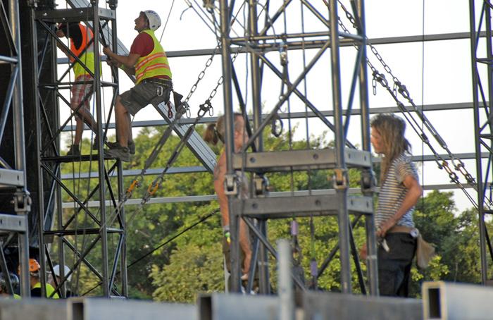 Prepartativos del escenario que acogerá el megaconcierto de la banda británica Rolling Stone en La Habana el 25 de marzo. Foto: Abel Rojas Barallobre