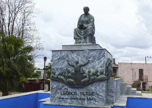En el municipio capitalino San Miguel del Padrón se halla un gran monumento que rinde homenaje a Leonor Pérez, madre del Héroe Nacional de Cuba José Martí. Foto Abel Rojas