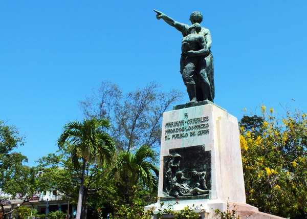 Mariana Grajales, la madre de los Maceo, también recibe un merecido homenaje de los cubanos. Su ejemplo ha devenido en símbolo de la mujer cubana. Foto Abel Rojas