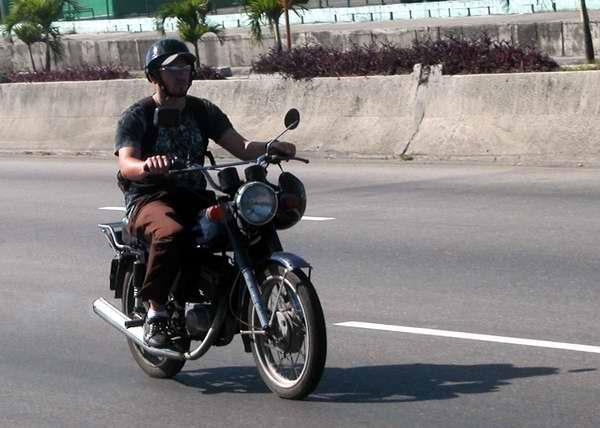 La motocicleta es uno de los medios de transporte más económicos. Foto Abel Rojas