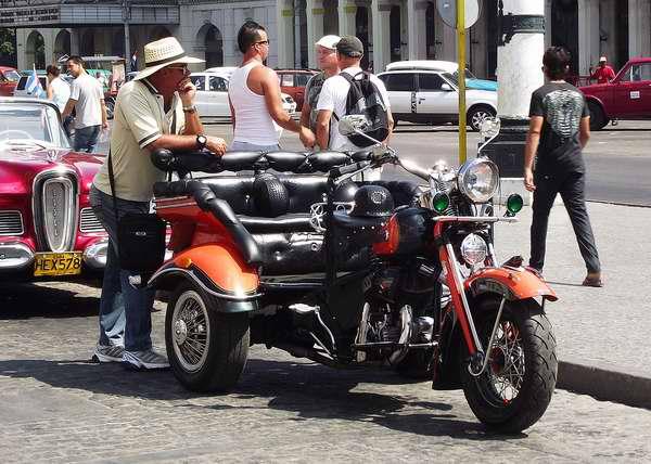 Se estima que en Cuba existan unas 300 motos Harley Davidson. Foto Abel Rojas