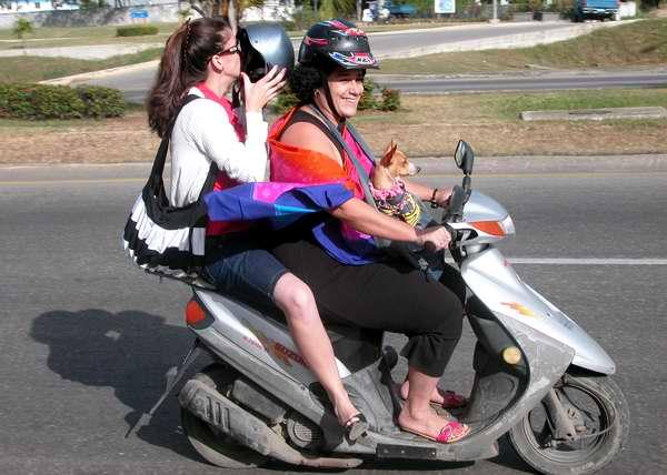 A diferencia de otras motos, la Scooter suele tener carrocería. Foto Abel Rojas