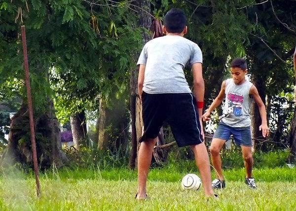 Copa de Fútbol en las calles cubanas. Foto: Abel Rojas Barallobre