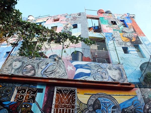 El Callejón de Hammel ubicado en Cayo Hueso: uno de los barrios de La Habana más emblemáticos de La Habana. Foto Abel Rojas Barallobre