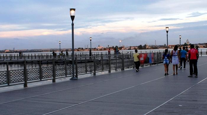 El nuevo paseo marítimo flotante: un lugar para conservar. Foto: Abel Rojas Barallobre