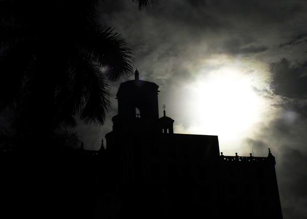 Las siluetas pueden ser muy opacas o estar algo iluminadas. Foto Abel Rojas Barallobre